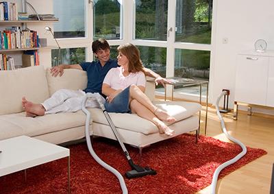 paar-auf-sofa